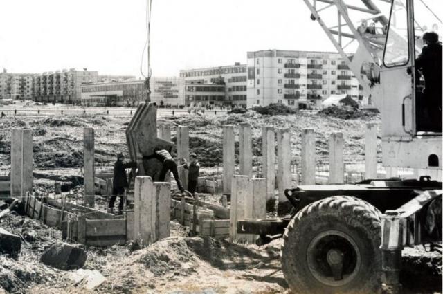 Строители Крапивинской ГЭС целый город построили для себя и своих детей, но оказались не нужны.