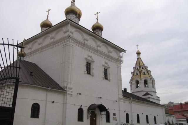 На строительство Успенско-Николаевского собора дал деньги Пётр Первый.