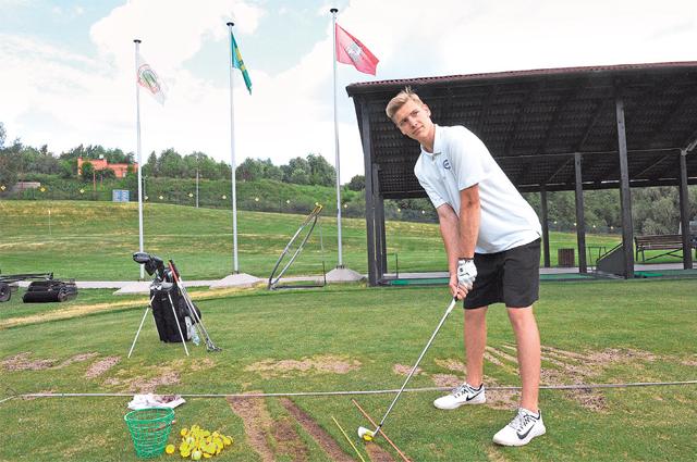 Воспитанник школы гольфа, чемпион Москвы-2019 Алексей Карасёв на тренировке.