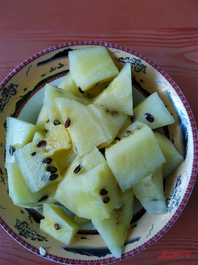 Желтый краснодарский арбуз.