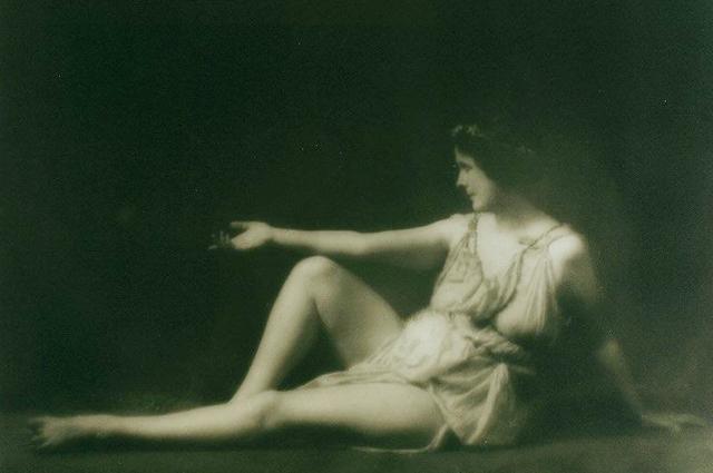 В танце Дункан оживали образы искусства Древней Греции