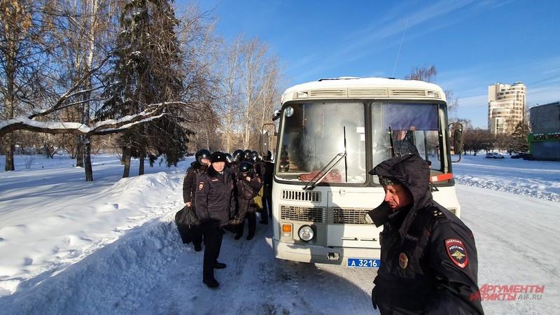 Основные силы полиции и Росгвардии прибыли на место за час до начала