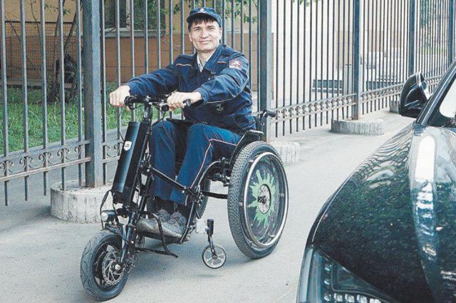 Спецтранспорт для маломобильных инспекторов московского паркинга.