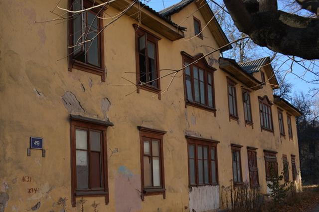 Заброшенные дома есть в каждом районе Брянска, но денег на снос в городском бюджете нет.