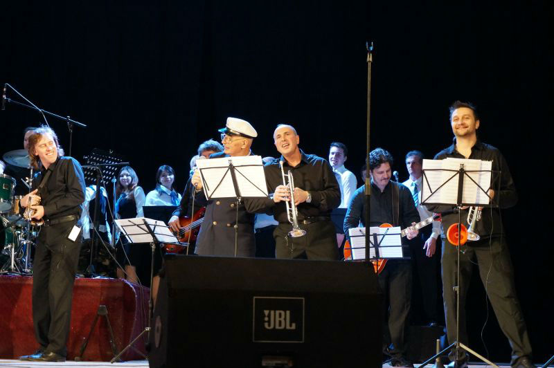 Музыканты из «Академик Бэнд» сыграют с Харрисоном Янгом отличный джаз.