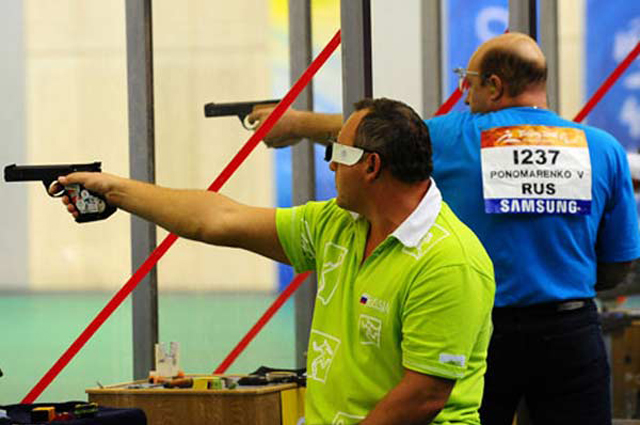Паралимпийский чемпион по пулевой стрельбе Валерий Пономаренко.