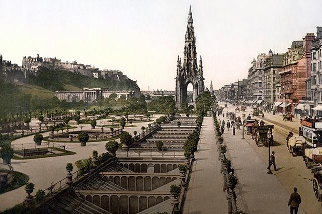 Памятник Вальтеру Скотту в Эдинбурге.