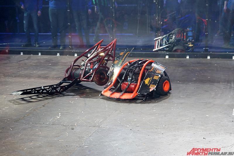 Команды «Большой брат», Solarbot и Energy закрывала вечернее шоу.