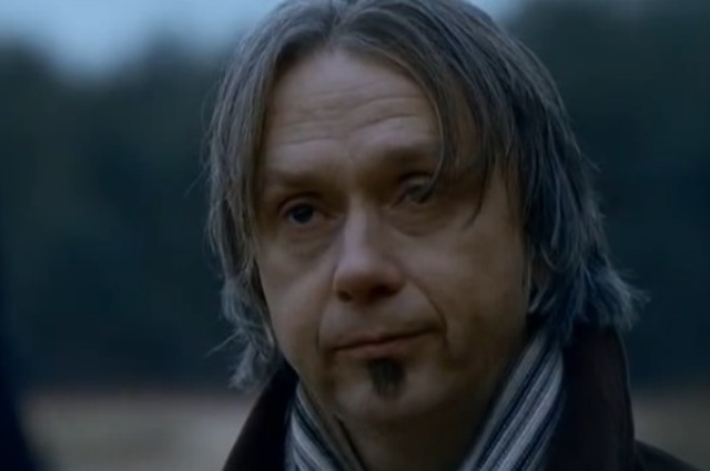 Демчог без кудрявой прически в сериале.
