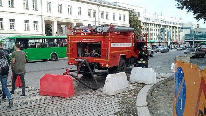 Пожарная техника пока стоит без дела.