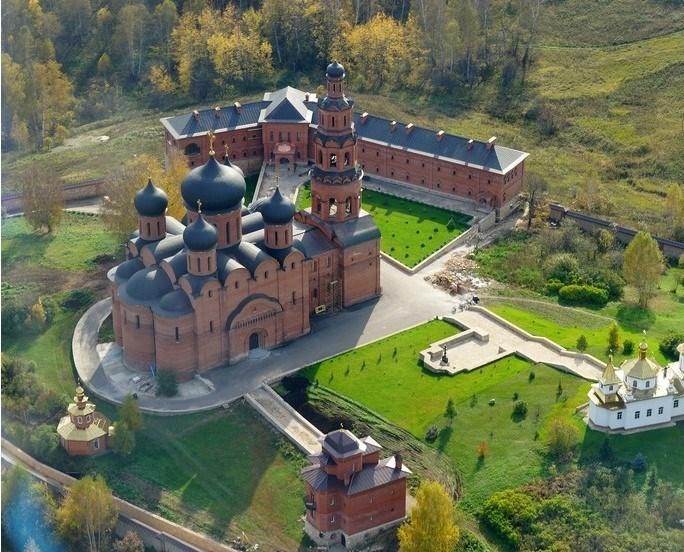 Вид на часть территории монастыря