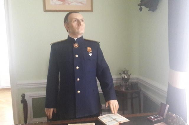 Восковая фигура адмирала Колчака была изготовлена в мастерской московского художника и скульптора Михаила Нестерова.
