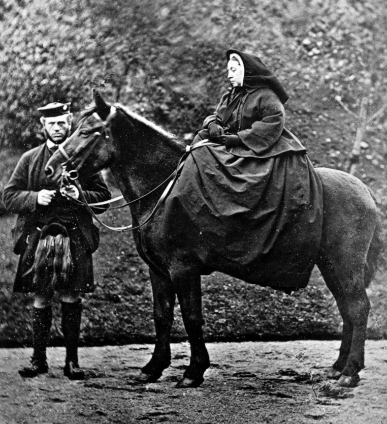 Виктория и Джон Браун в Балморале, 1863 год.