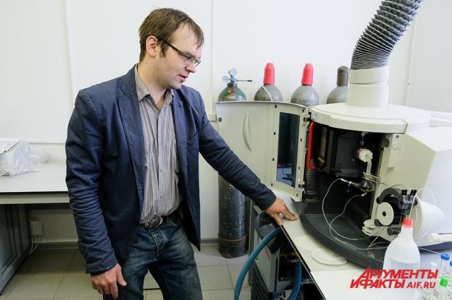 Для решения технических задач исследователи используют спектрофотометры и спектрометры.