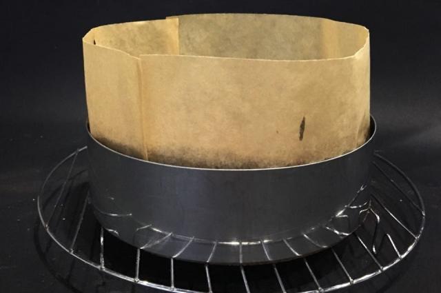Форму для торта можно нарастить бумагой.