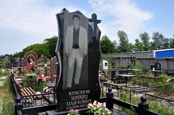 Одно из надгробий на Северном кладбище.