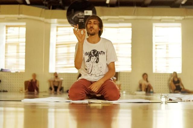 Максим Хорохорин уверен: йога меняет мышление.
