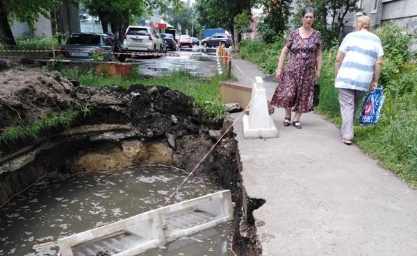 Эту аварию на улице Крымова коммунальщики устранили.