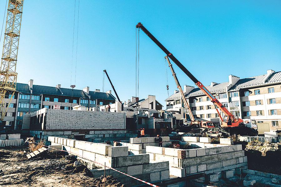 В 2019 году по областной госпрограмме «Обеспечение доступным и комфортным жильём и коммунальными услугами граждан области» построено 932 тыс. квадратных метров жилья.