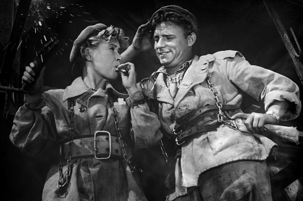 Инна Макарова и Николай Рыбников в фильме «Высота», 1957 год,