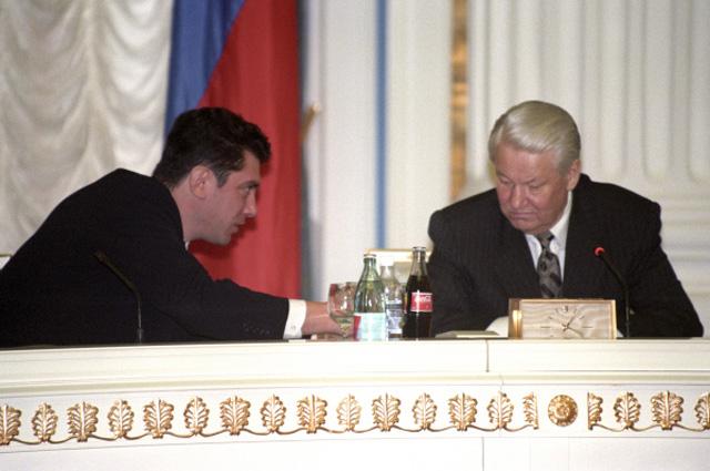Первый вице-премьер РФ Борис Ефимович Немцов и Президент Российской Федерации Борис Николаевич Ельцин. 1998 год