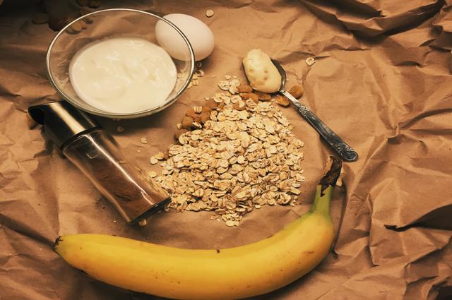 Кексы в формочках с банановым соусом фото рецепта