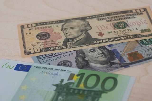 Курсы валют предсказывать никто не берётся.