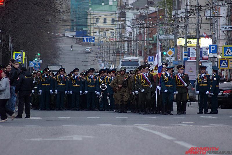 В прогоне на Октябрьской площади участвовало более тысячи человек.