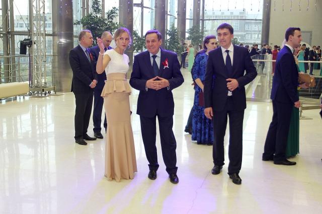 Многие гости желали сфотографироваться с губернатором.