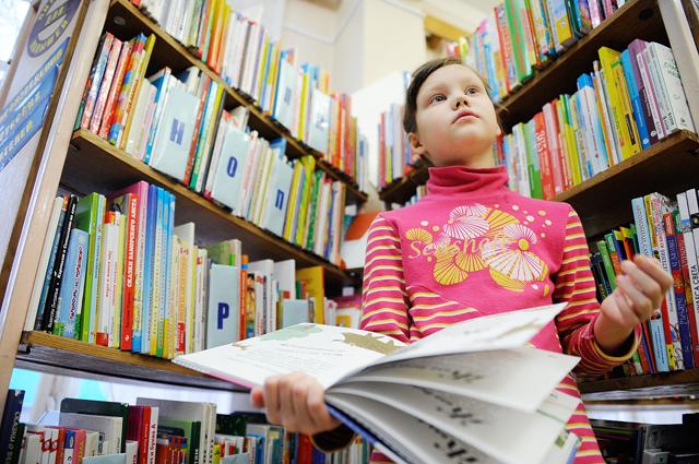 Чтение книг, гуманитарии.