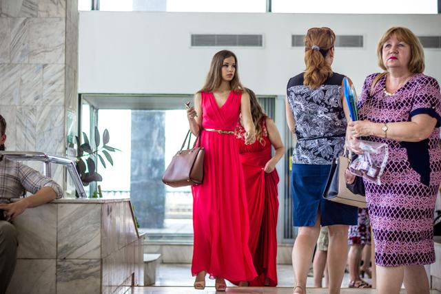 Красное платье – классический вариант для девушки на любое вечернее мероприятие.