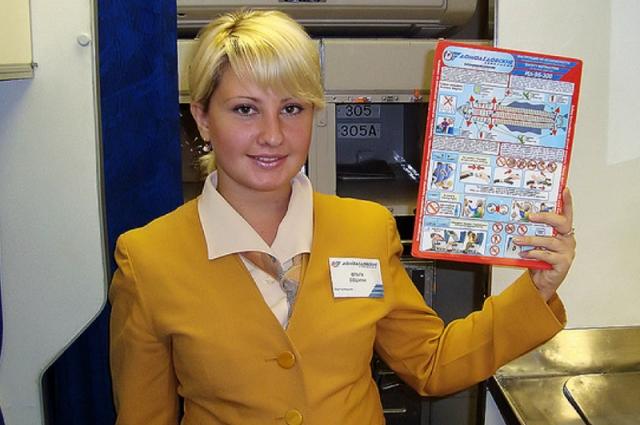 По словам коллекционера, вежливость помогает уговорить стюардессу подарить инструкцию