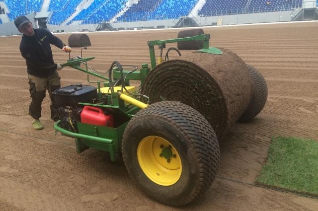 Укладка газона на стадионе «Санкт-Петербург»