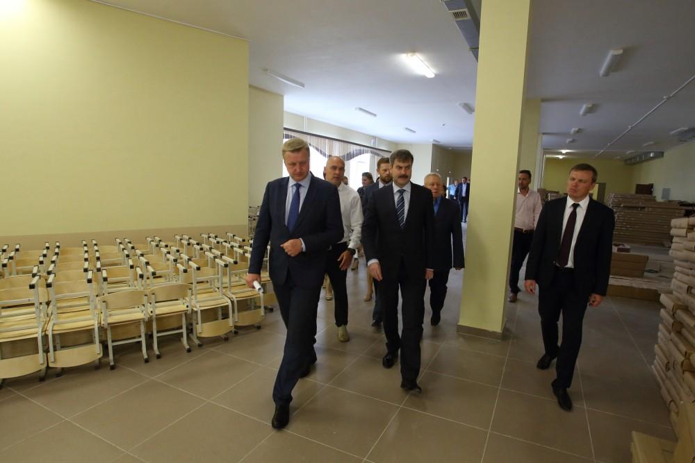 Евгений Редин проверил состояние школы, которая откроет свои двери уже 1 сентября.