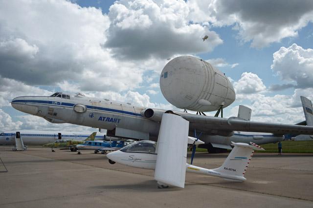 Тяжёлый транспортный самолёт ВМ-Т «Атлант» наМеждународном авиационно-космическом салоне МАКС-2017в Жуковском.