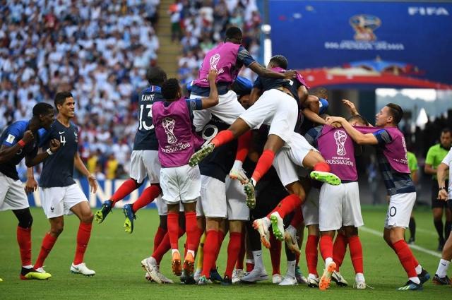 Французы ввергли в траур всю Аргентину, обыграв бело-синих в 1/8 финала.