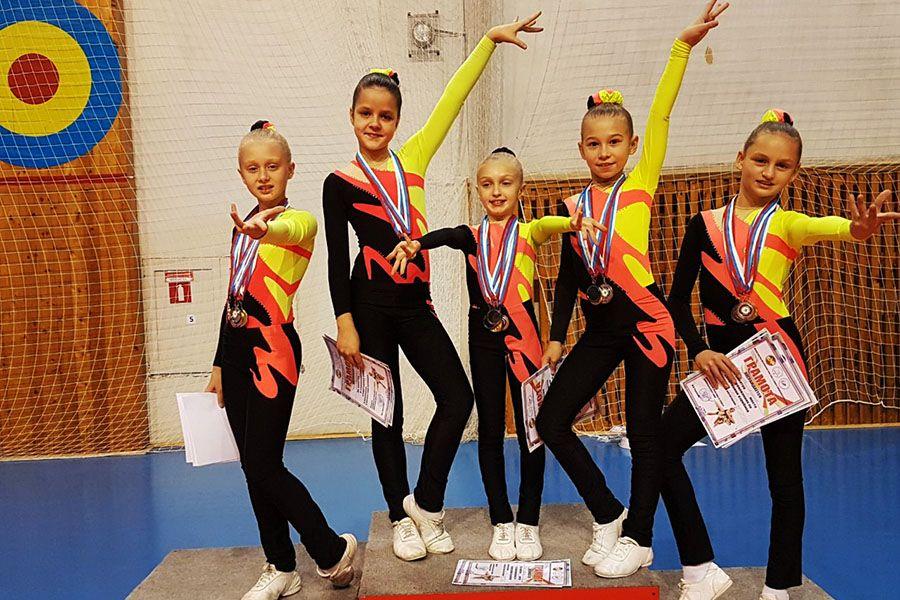 До чемпионских титулов пока доходят только девочки.
