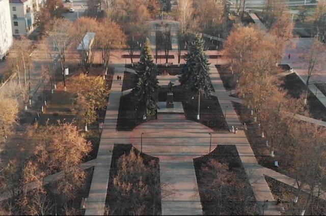 В год 150-летия Володарского района благоустроили центральный сквер.