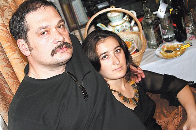 Фатима Аликова, фотокорреспондент бесланской газеты, тоже пострадала при том теракте. Позже она стала героиней фильма Вадима Цаликова и – его женой.