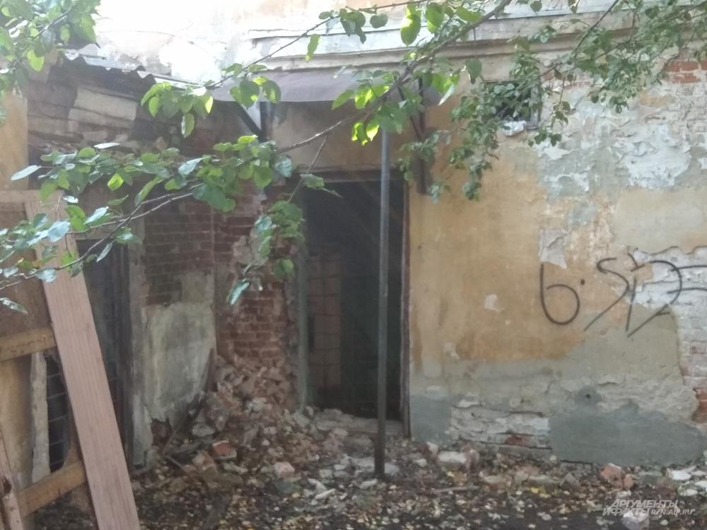Дверь в Редутный дом
