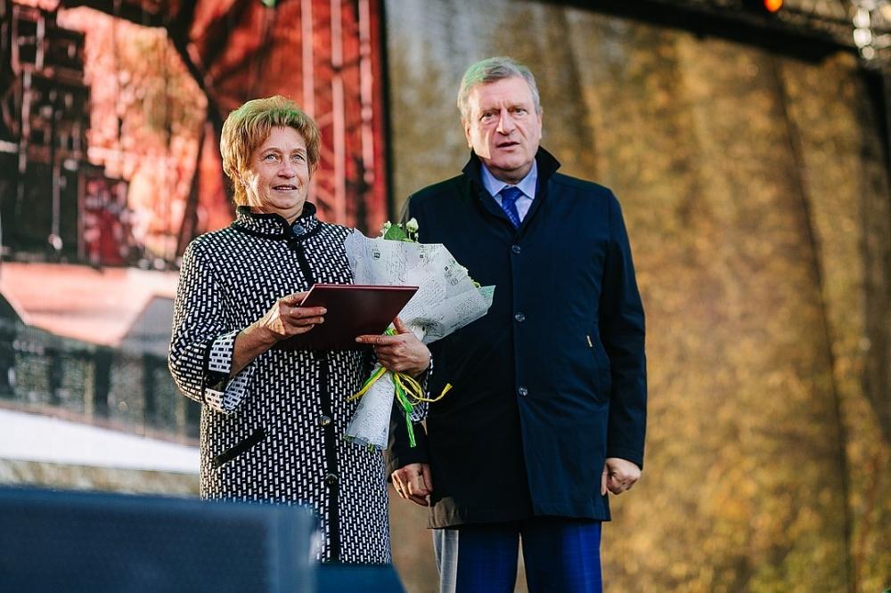 Губернатор Кировской области Игорь Васильев на торжественном мероприятии наградил сотрудников агрохолдинга.