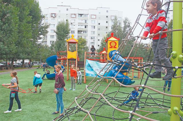 Детский комплекс «Паутинка» появился на площадке по адресу:  ул. Академика Глушко, д. 12, стр. 1.