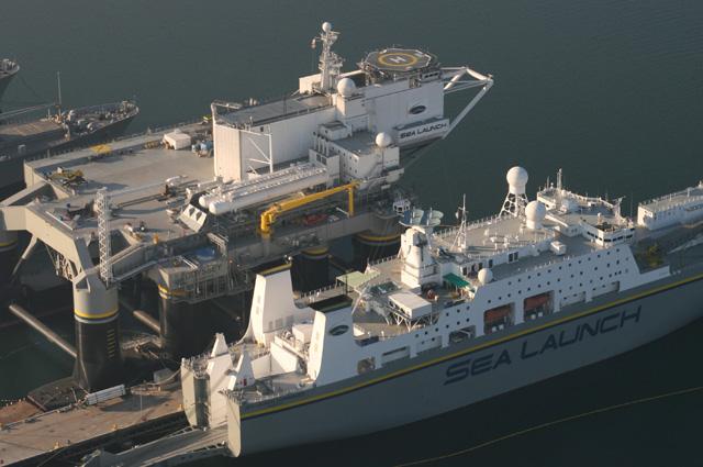 космодром «Морской старт». Стартовая платформа «Odyssey» исборочно-командное судно «Sea Launch Commander».