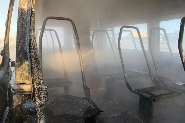 Салон выгорел, но люди не пострадали.