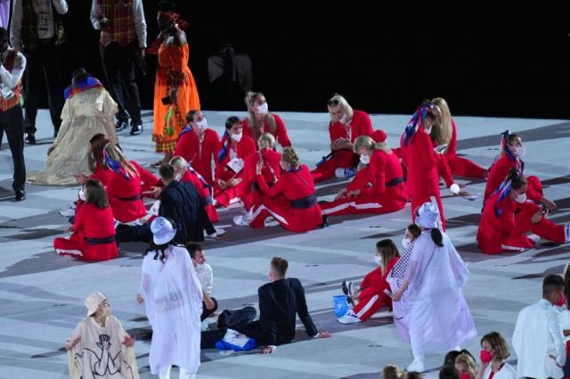 Российские спортсмены, члены сборной России (команда ОКР) во время парада атлетов на церемонии открытия XXXII летних Олимпийских игр в Токио.