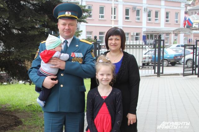 Илья Константинов 19 марта находился в отпуске и планировал провести выходной с семьей.