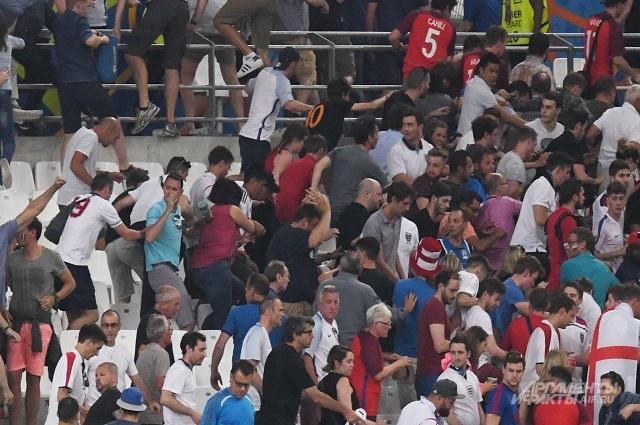 Беспорядки на трибунах после матча Англия - Россия.