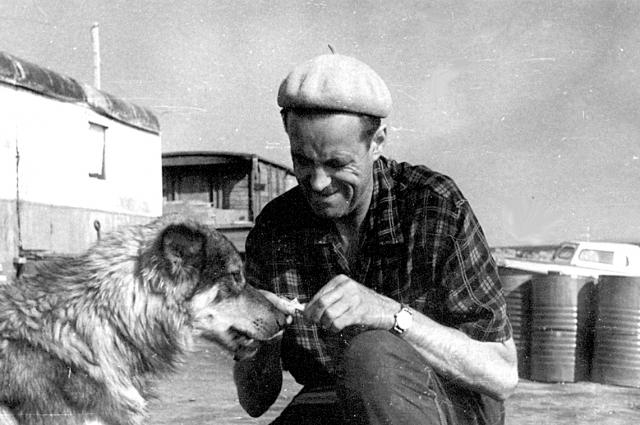 Константин Львович очень любил собак.