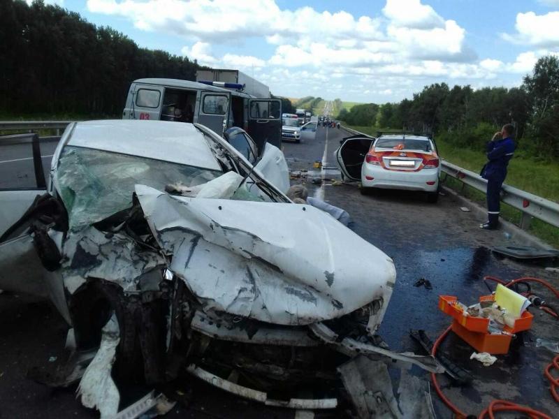 Удар пришелся в правую сторону автомобиля.