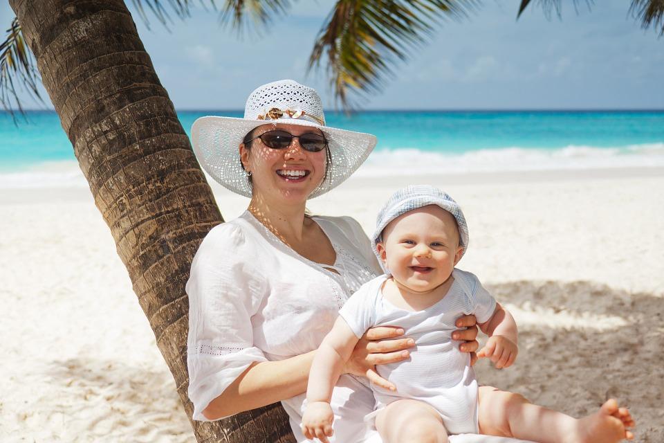 Обязательно захватите кокосовое масло в отпуск. Этот натуральный продукт защитит кожу от солнечных ожогов.